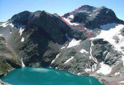 Pico de Perdiguero desde el Lago del Portillón